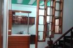 Tủ bếp kết hợp quần bar gỗ Sồi tự nhiên nhà Anh Trang tại Quận 6, TPHCM